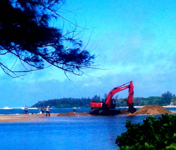 The Department of Hawaiian Home Lands sends a huge mahalo to Mayor Bernard Carvalho and the County of Kaua'i. During yesterday's Tropical Storm Flossie scare, the County got word that the mouth of Anahola Stream was clogged at its outlet to the sea, so the Mayor and Co. dispatched a backhoe and work crew to clear the mouth of the stream and prevent possible flooding.